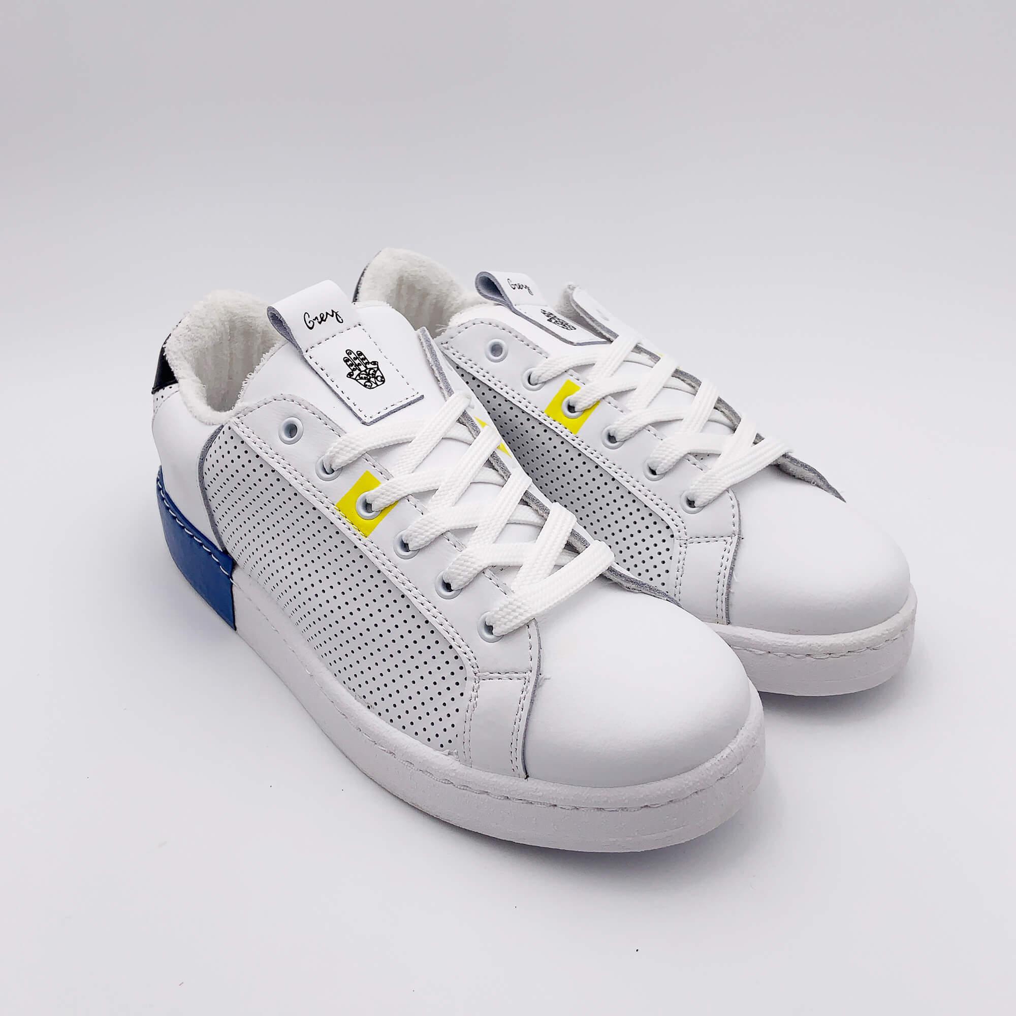 Sneakers in pelle traforata - Bianco
