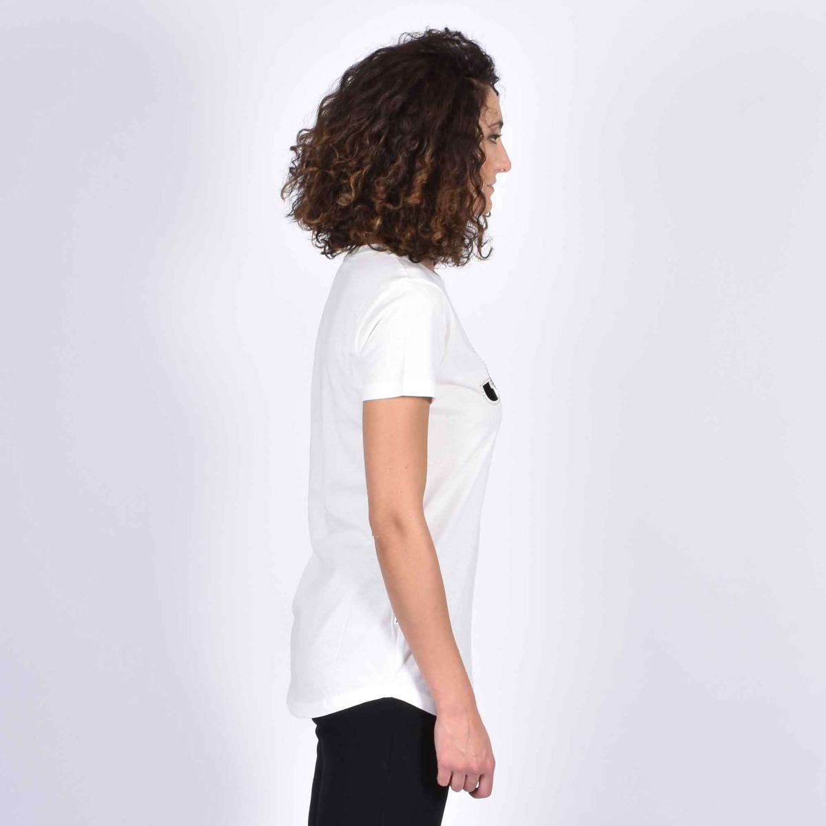 T-shirt logo e borchie- Panna